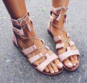como-combinar-sandalias-gladiador-verano-2015